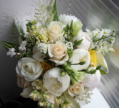 The flower magician vintage cream gold lemon ivory for Gold flowers for wedding bouquet