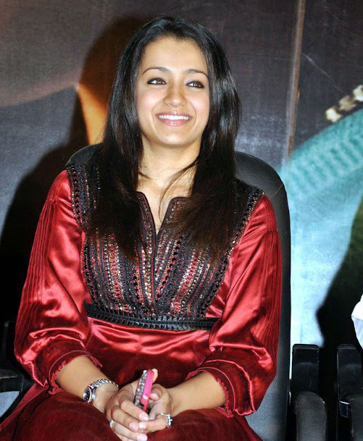 Trisha at kalavani Movie launch stills 1