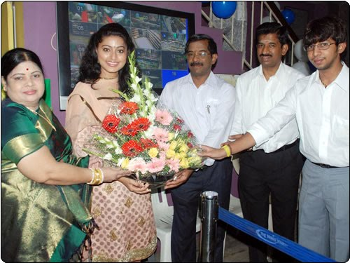 Sneha inaugurates Raj Video Vision New Showroom-Still 2