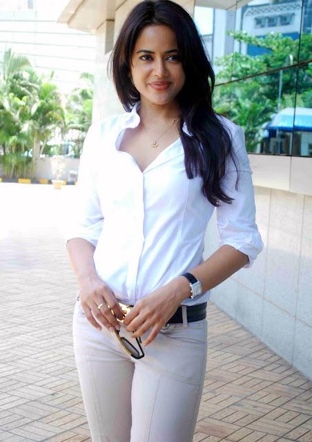 Sameera reddy Stills 5