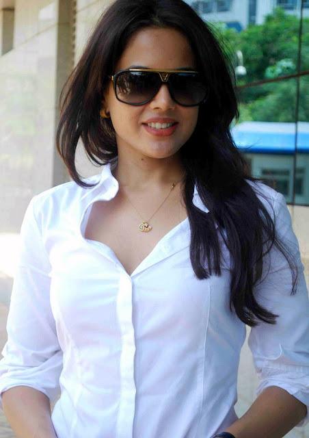 Sameera reddy Still 6