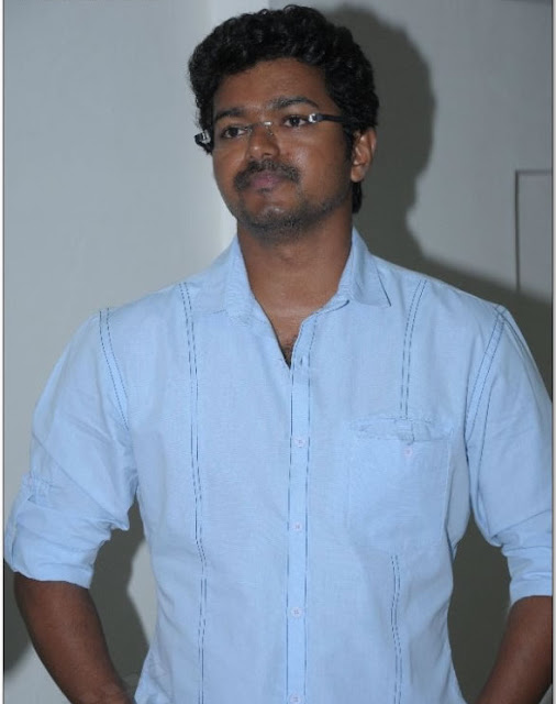 Vijay at Mirchi Awards 2009-Still 2