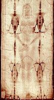 لاحظ شكل آثار شكل الجسد على الكفن!