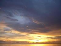 تحمل السماء أسراراً تتمثل في ما يسقط منها كالثلج المصبوغ بالحمرة والضفادع والأسماء وغيرها