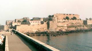 أحد القلاع في جويرة غيرنسي