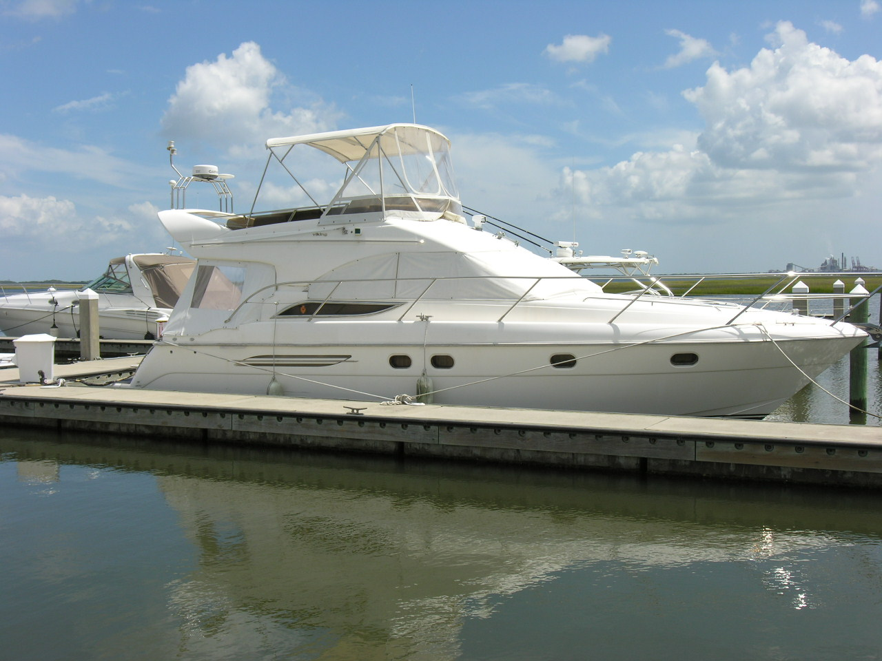 We have a new listing to offer our customers, this 2000 Viking Motor Yacht.