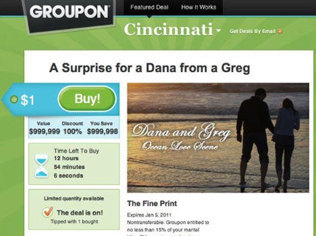 IMAGEM - Homem faz pedido de casamento em anúncio no site Groupon