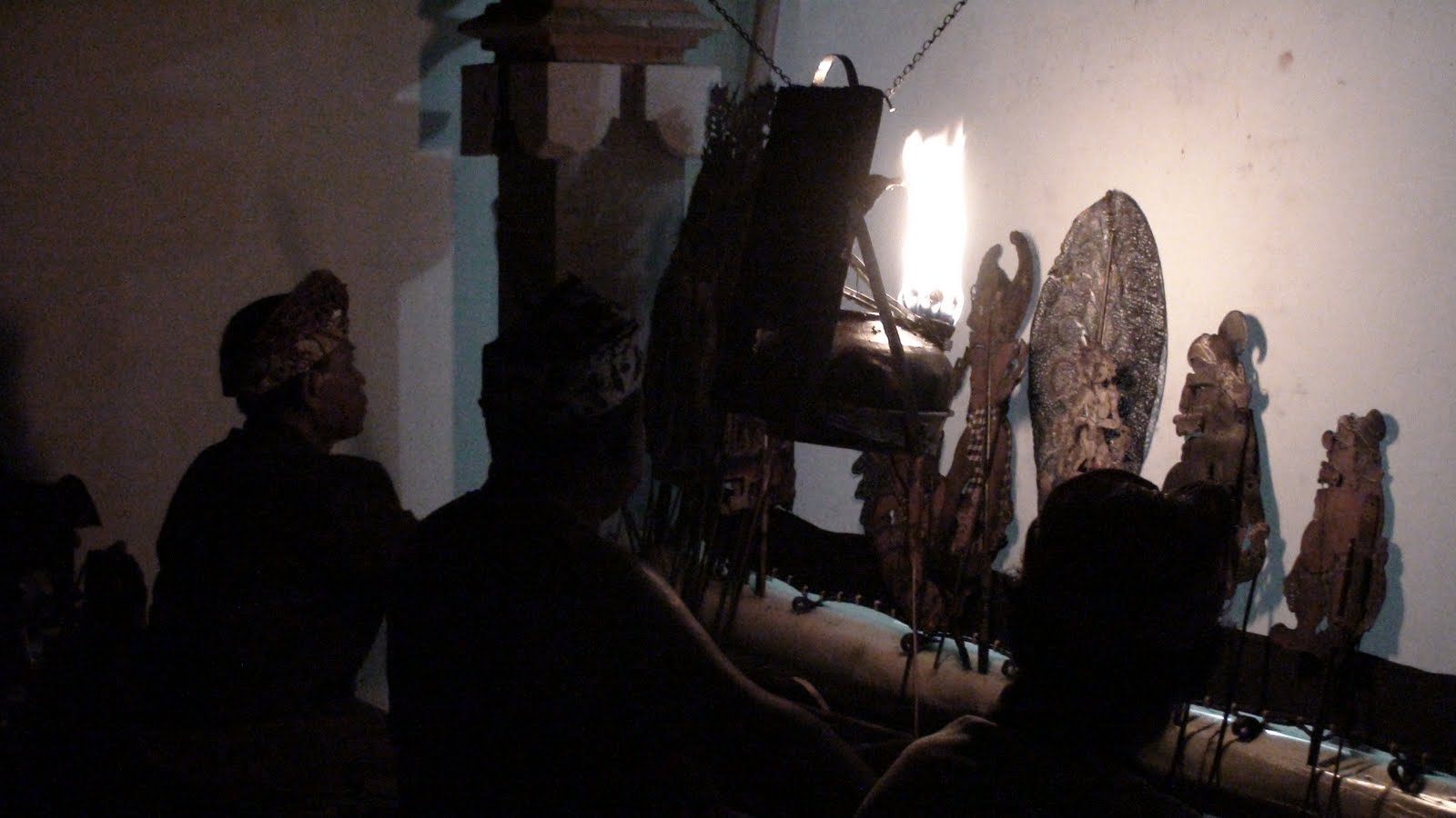 Gustavo thomas theatre wayang kulit balinese shadows - Telas para sombra ...