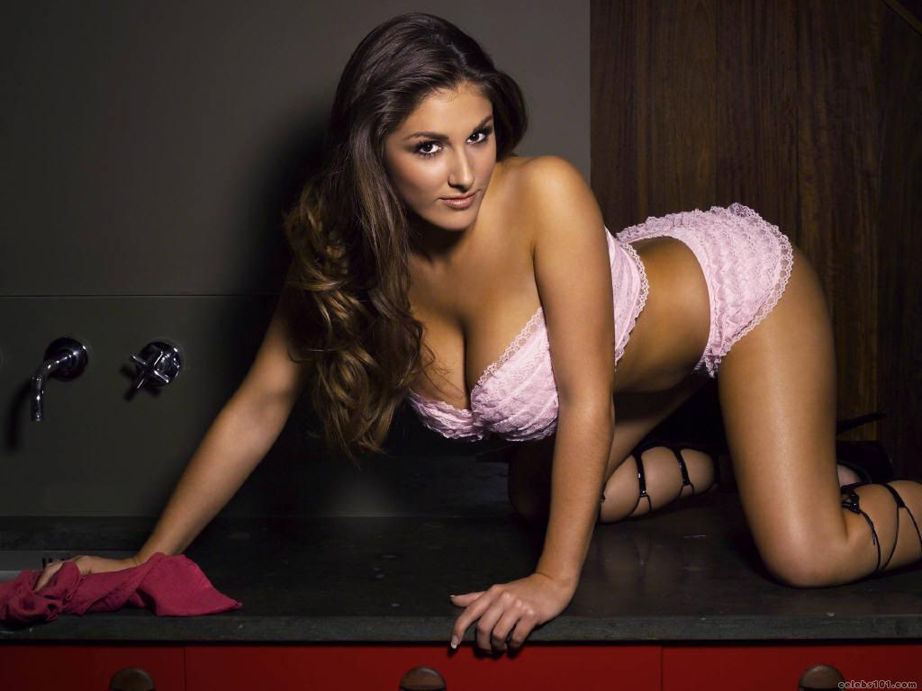 Lucy pinder wallpapers hot girl in bra and without clothes for Best online photo gallery