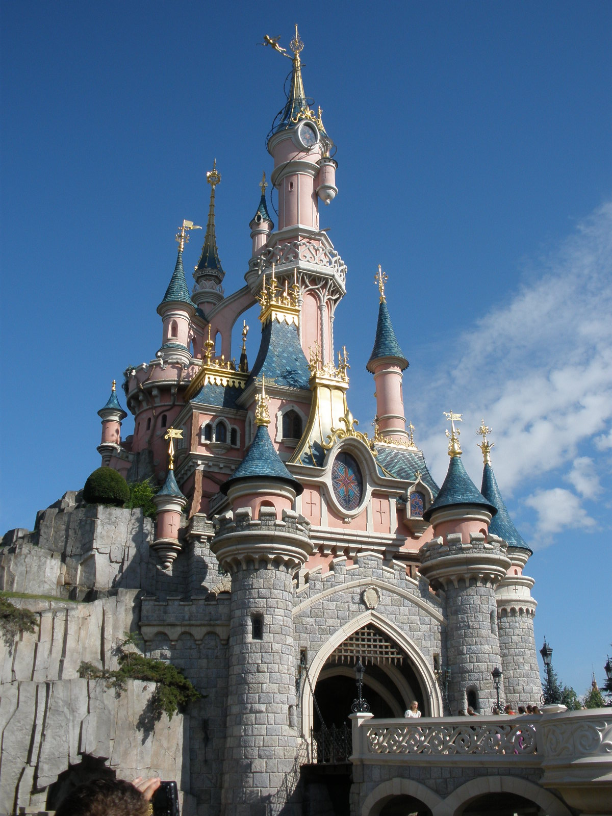 how to get to disneyland paris by train from london