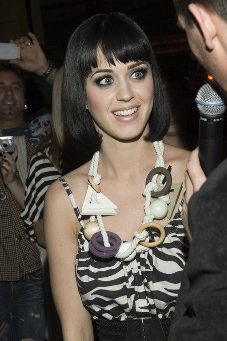 [gallery_main-0215_katy_perry_benji_03.jpg]