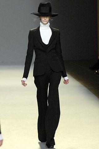 [GGiambattista+Valli+suit.jpg]