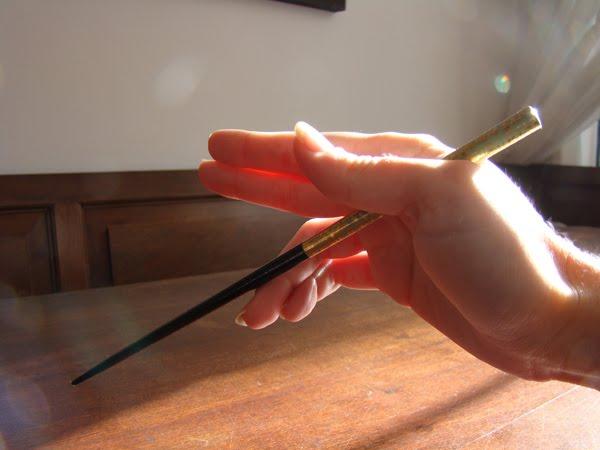 O-hashi modales en la mesa japonesa