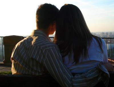 pareja de novios en un atardecer recupera a tu novia