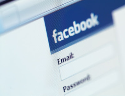 Ancianos Usando Facebook