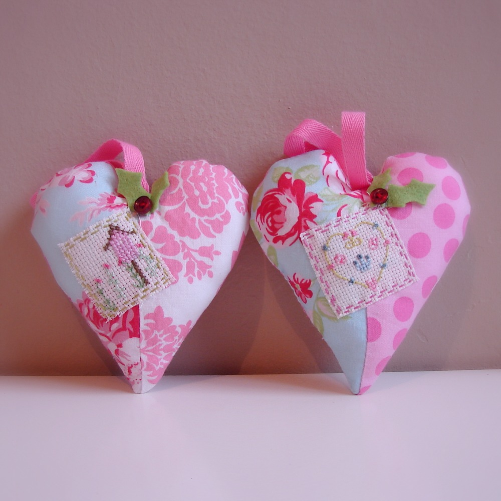 Roxy creations christmas decorations hearts for Heart decoration ideas