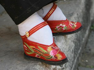 chinese women that wore small shoes