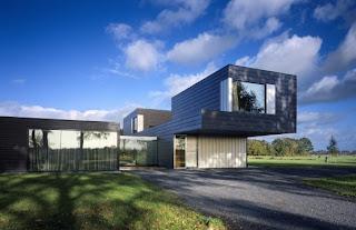 Linear house design by Zecc Architecten