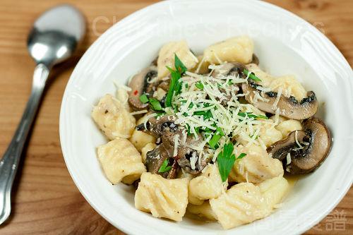 Gnocchi in Creamy Mushroom Sauce02