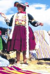 Mujer Hilando hilo para tejidos