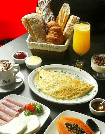 http://4.bp.blogspot.com/_V2cQunhpI9Q/TBgaUFQ5BKI/AAAAAAAAAfA/PS83oiJ-7D8/s640/cafe-da-manha.jpg