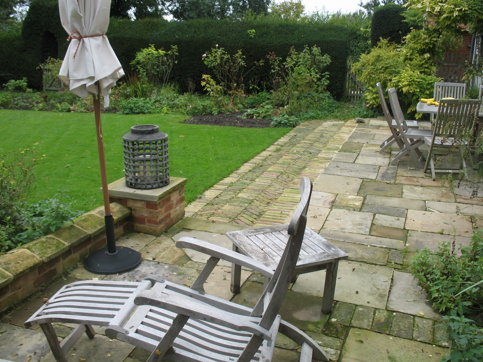 Circles reclaimed brick herringbone steps and york stone for Terrace steps