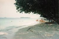 Sunbathing, Pantai di Pulau Sepa