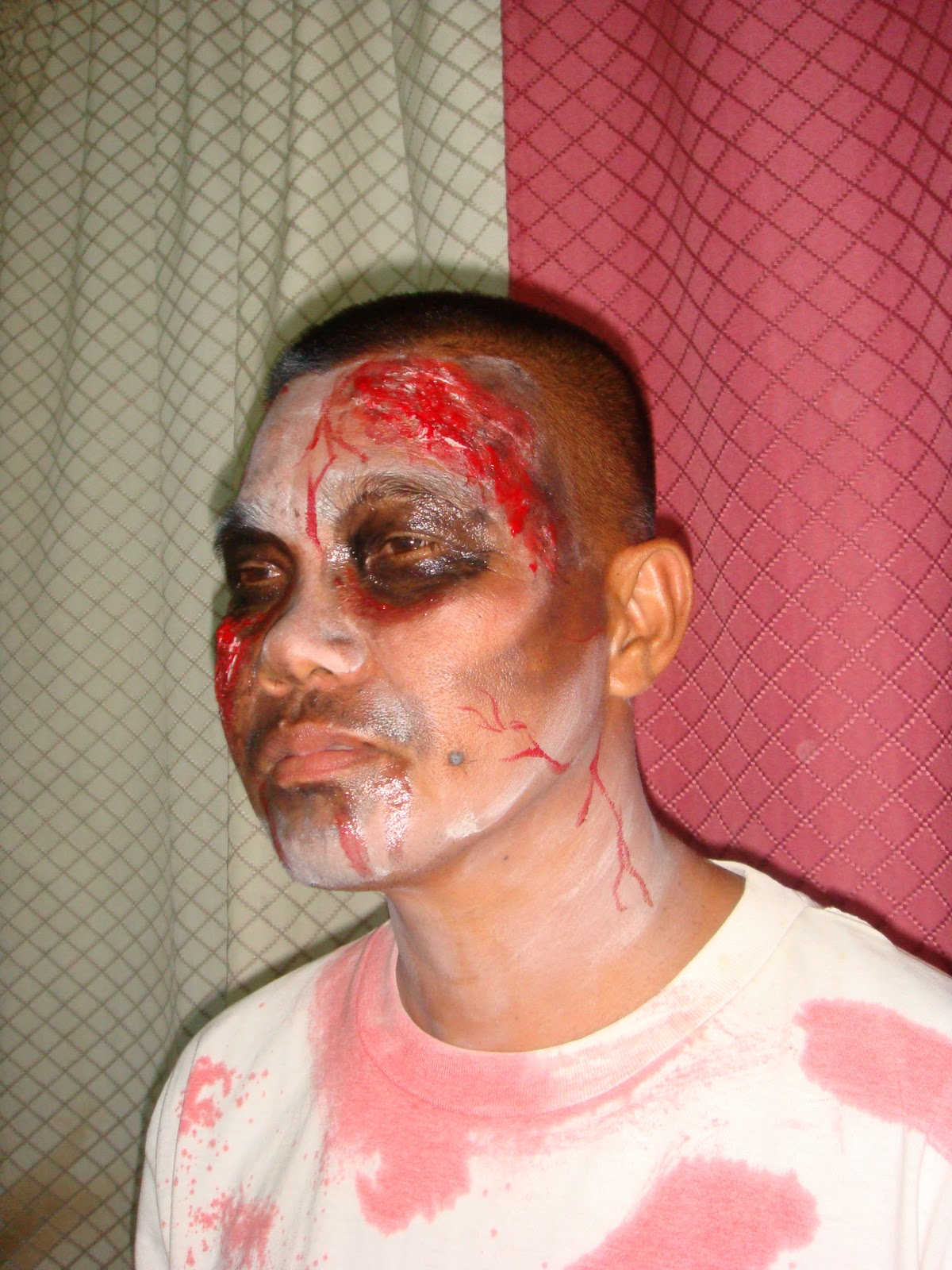 Scary Halloween Face Painting Pictures http://zbfacepainting.blogspot.com/2010/11/scary-halloween-zombies.html