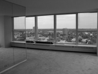 [Katies+apartment+with+glass+wall]