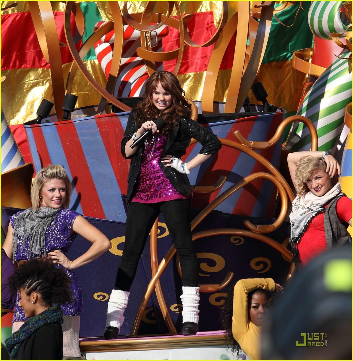 http://4.bp.blogspot.com/_V6725Cm7kx4/TPkuL5VMtjI/AAAAAAAACes/GPpejrxeJQw/s1600/debby-ryan-disney-parade-01.jpg
