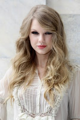 http://4.bp.blogspot.com/_V6Nqt3XAMVw/TKCorwKaAFI/AAAAAAAABrE/ZBdjOZse47k/s1600/Taylor+Swift+photoshoot+Italia+003.jpg