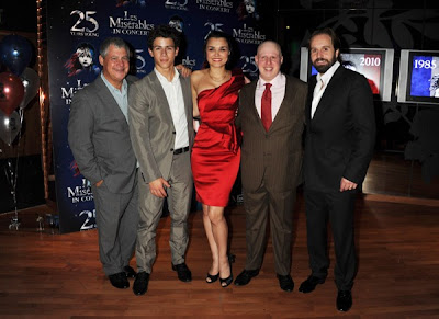 http://4.bp.blogspot.com/_V6Nqt3XAMVw/TKndTZnPryI/AAAAAAAAB5k/xMtrYY0X-ls/s1600/nick+jonas+les+miserables+aniversario+6.JPG