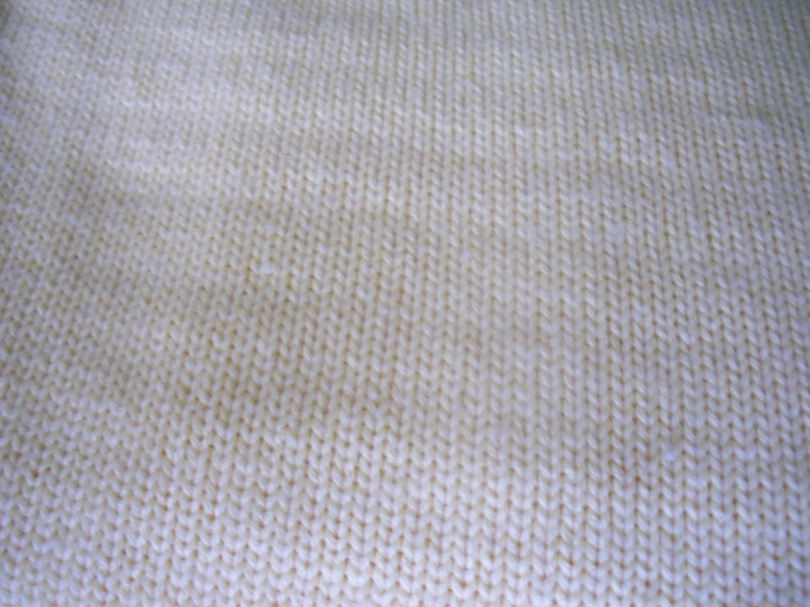 Knit Material : Knitted Fabric (stockinette stitch)