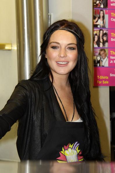 lindsay lohan haircut. Lindsay Lohan Hairstyles 2010