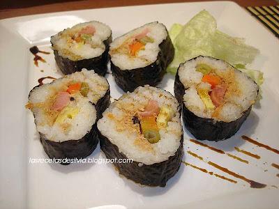 http://lasrecetasdesilvia.blogspot.com.es/2010/08/como-se-hace-sushi-con-molde.html