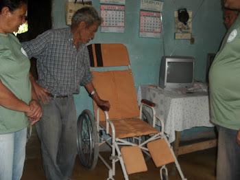 CADEIRA ENTREGUE PELA A.A.P.N.E. 04/09/2010