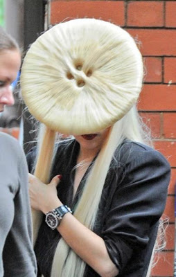 lady+gaga+button+hair+2 Ugly As A Button