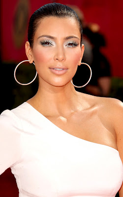 emmys+2009+kim+kardashian+2 Spoiled Pretty Exclusive: Kim Kardashian Emmy Beauty Breakdown!!!