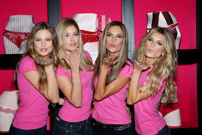 BlowingKissesHolidayShopping Victorias Secret Angels Land in NYC