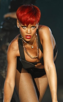 rihanna+red+hair+13 Rihanna Has Red Hair!