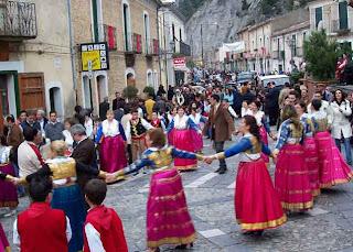 La VALLJA  , la danza popolare