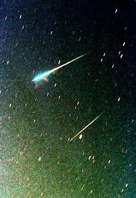 http://4.bp.blogspot.com/_V9XUrNGsaQg/SwgJz57uHEI/AAAAAAAAAaQ/M800SosaH9w/s1600/meteor_2009.jpg