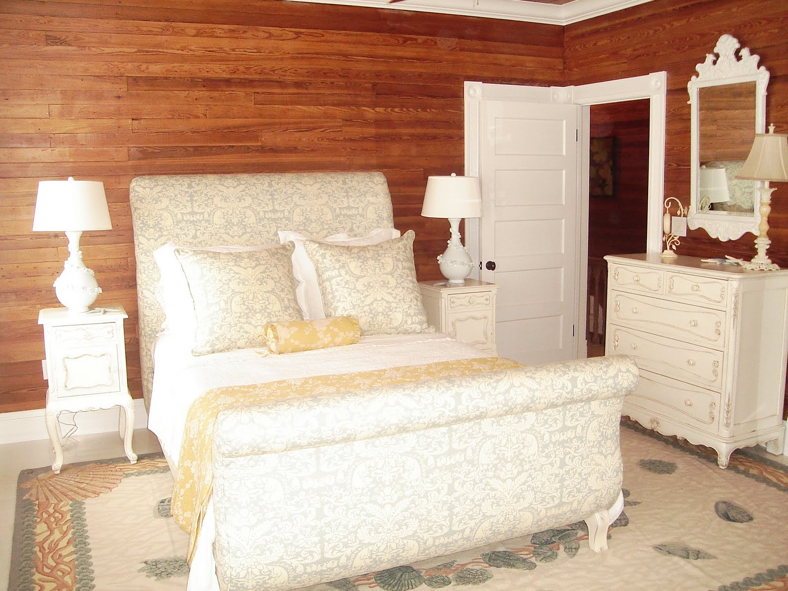 Style key west a tale of two bedrooms for Key west style bedroom furniture