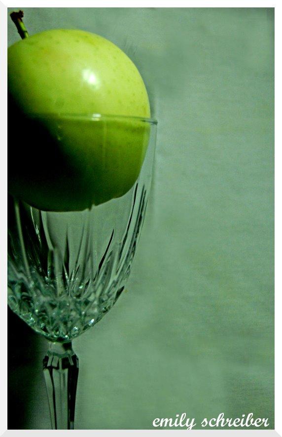 [apple2.jpg]