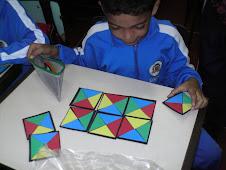 Quebra-cabeça das cores e formas