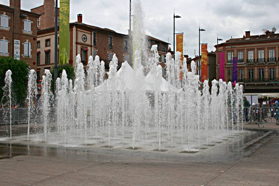 splash fountain in Albi