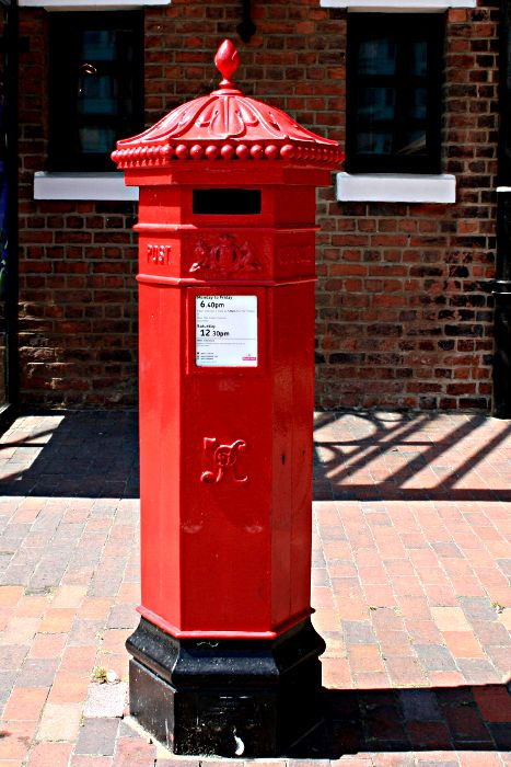 VR Victorian red pillar box