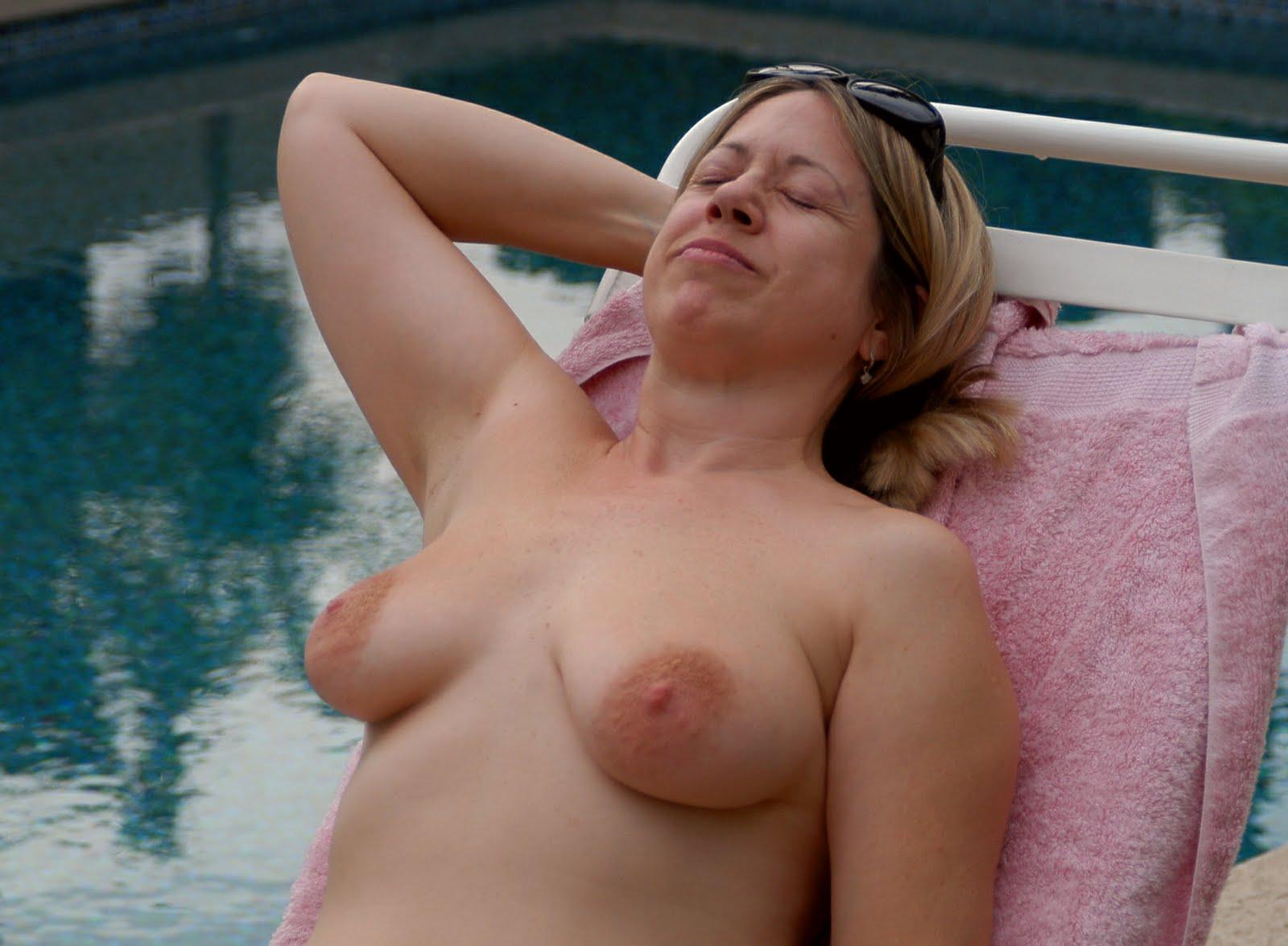 xxx-nude-model-in-resort
