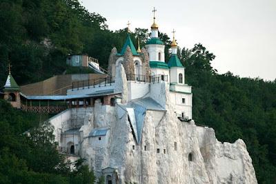 Какой-то монастырь в Святогорске