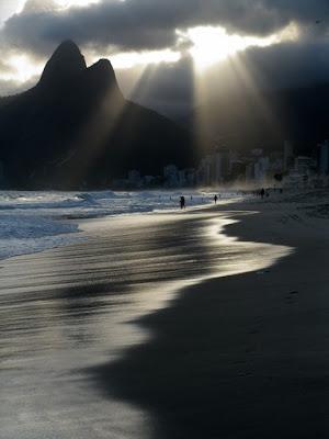 A linda praia de Ipanema aqui no good news, de Isabella Lychowski